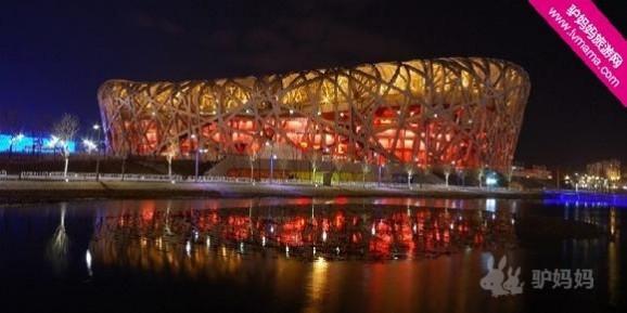 它是根据细胞排列形式和肥皂泡天然结构设计而成的,这种形态在建筑