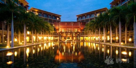 详细介绍 >>                         三亚亚龙湾红树林度假酒店