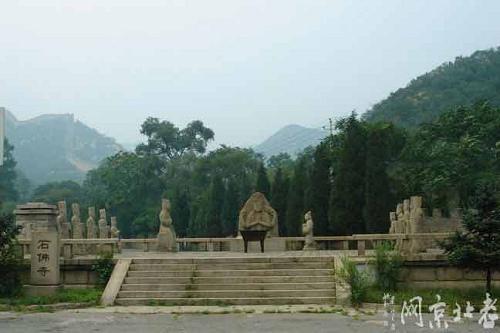 北京八达岭石佛寺石像群
