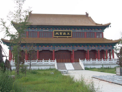 东岳庙,也就是泰山神庙,是祭祀东岳泰山之神的地方.  万...