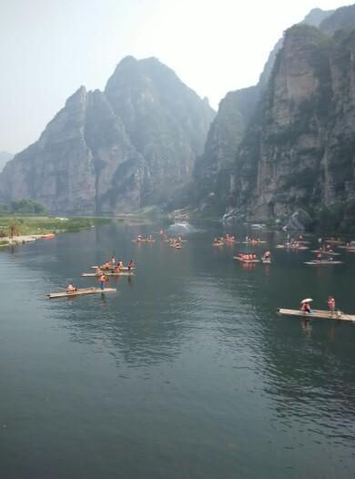 房山十渡风景名胜区房山十渡风景区很好,水很多,人也多,孩子一路