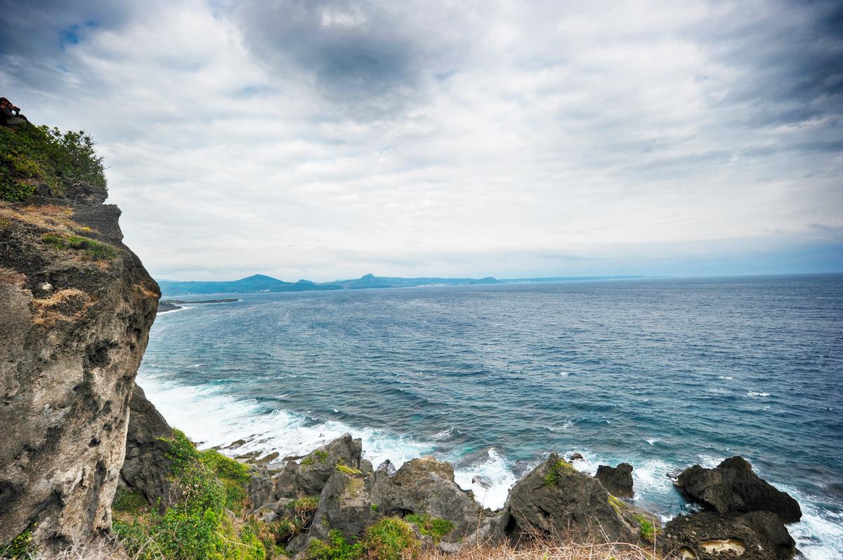 台湾岛最南端的 垦丁猫鼻头公园 及旁边的白沙滩浴场(原创图片)