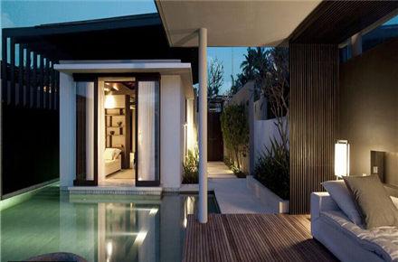巴厘岛阿丽拉苏里别墅在设计上保留了亚洲的元素,更突出了绿色环保