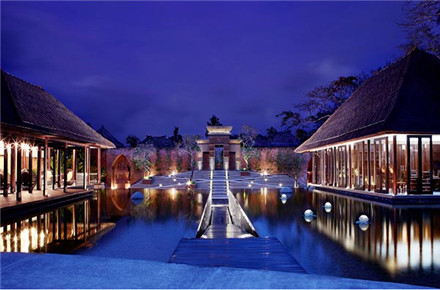 巴厘岛努沙杜亚阿玛特 拉别墅酒店坐落于久负盛名的   btdc(巴厘岛