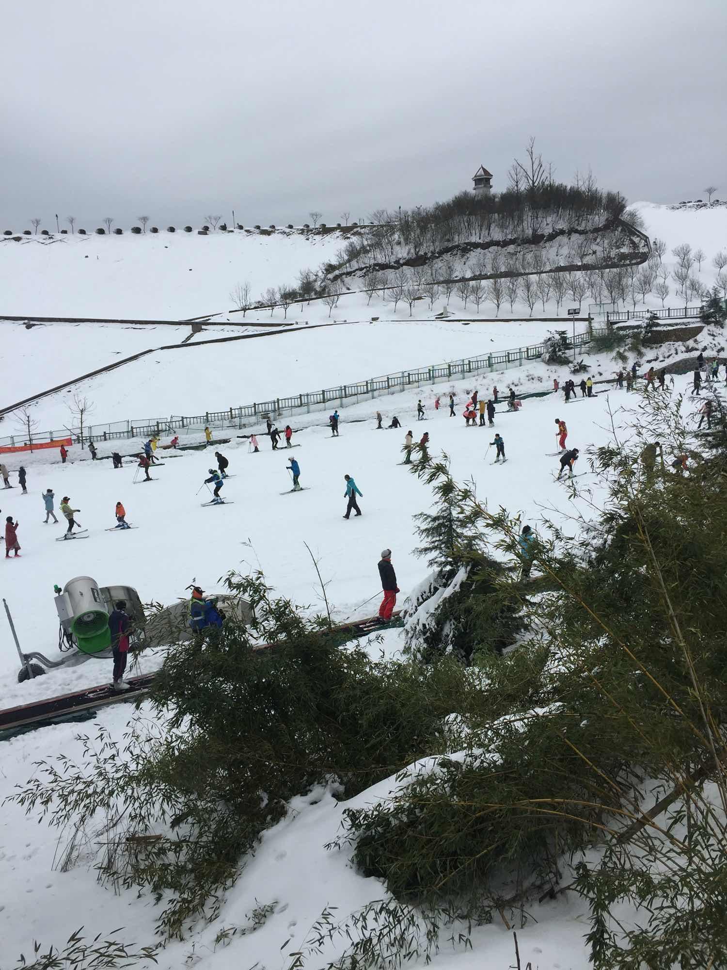 享江南天池高山滑雪,观江南天池风景区,赠送大年初一涌泉水疗城,图片