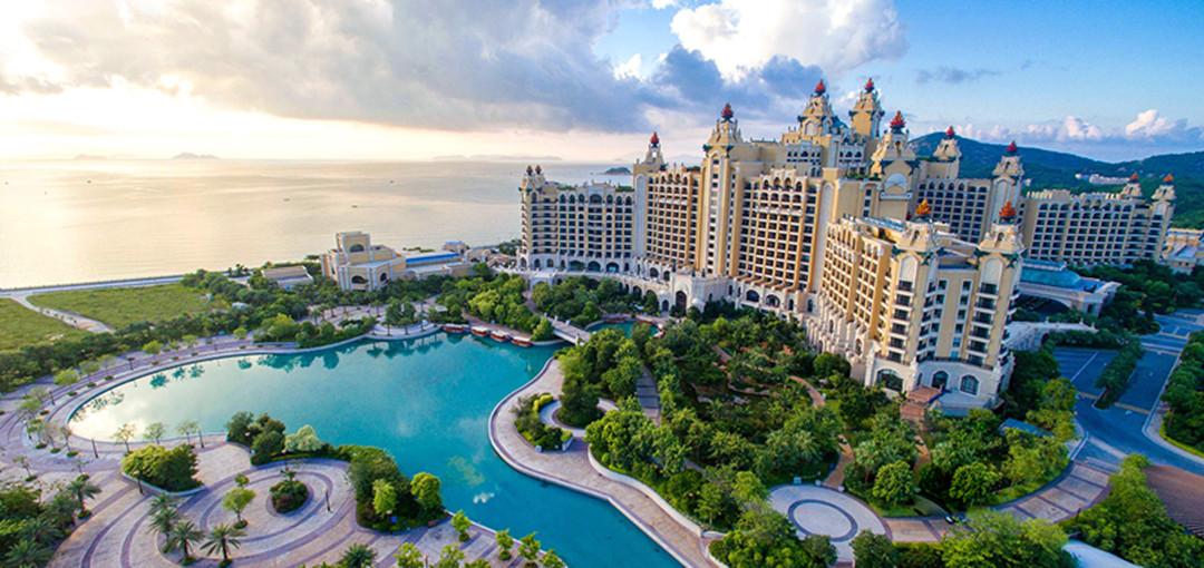 酒店由著名的建筑设计师,室内设计师及园林景观设计师倾力合作完成