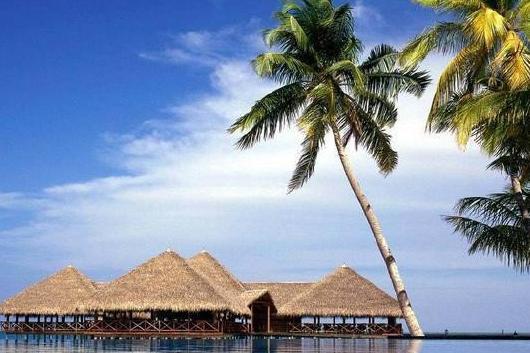 景点介绍 三亚 三亚位于海南岛的南端,是中国热带滨海旅游城市,中国
