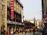 【我大松江·公园和主题玩乐·真多!!】住1晚上海大众国际会议中心(房型可选)+酒店双人早餐+自选景点(上海影视乐园/上海月湖雕塑公园/上海欢乐谷)+免费停车&免费WIFI,免费畅玩佘山国家森林公园!