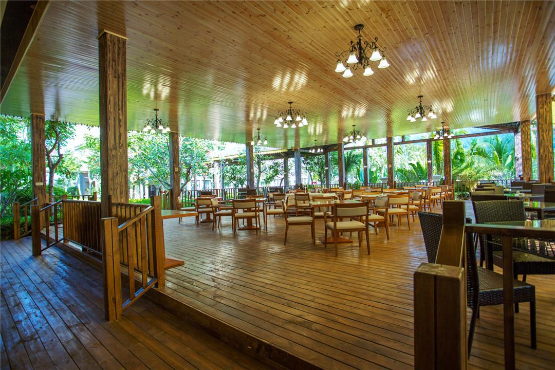 园内有动物观赏区,原始森林探险旅游区和接待中心等.